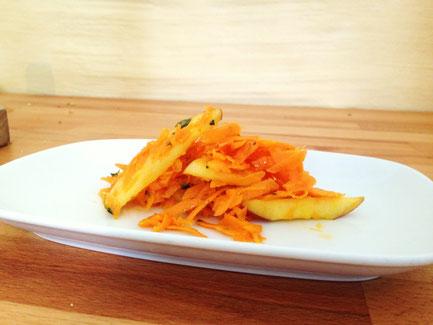 Apfel-Karotten-Salat mit Thymian und Honig