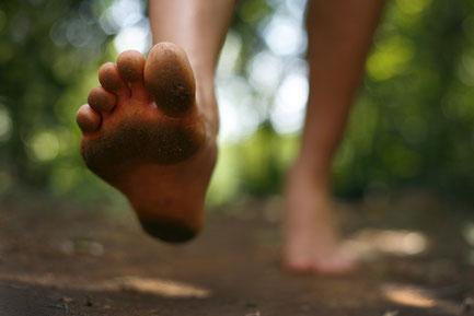 膝痛に効果的な「裸足ランニング」