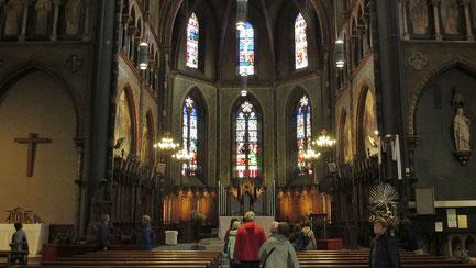 Samstag: Beim Rundgang durch die Altstadt von Pau besichtigen wir auch die Kirche Saint-Jacques de Pau, die im 17.Jahrhundert gegen den Willen der Kirche vom Volk erbaut wurde innen.