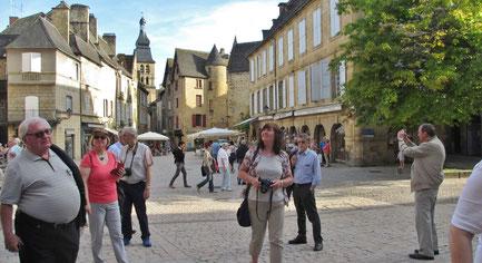 Montag: Rundgang durch die wunderschöne Altstadt von Sarlat-le-Caneda mit vielen Sehenswürdigkeiten aus dem 13. - 18.Jahrhundert.