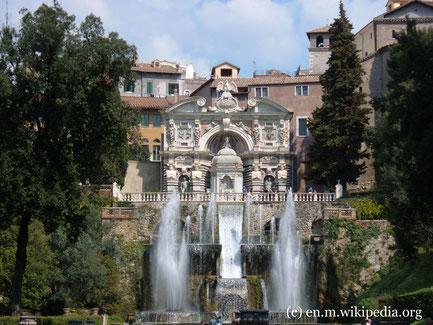 Sonntag: In Tivoli befindet sich die Viall d'Este, ehemaliger Palast von Kardinal Ippolitto II. In der Parkanlage befinden sich mehr als 500 Brunnen, Wasserspiele, Grotten, Wasserbecken und eine Wasserorgel.