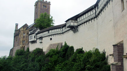 Mittwoch: Die Wartburg bei Eisenach gehört zum UNESCO Weltkulturerbe. Dort übersetzte Martin Luther die Bibel aus dem Griechischen ins Deutsche.
