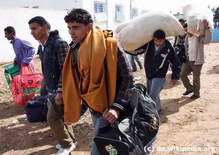 Leute flüchten aus Syrien vor dem Krieg und suchen bei uns um Asyl an. Leider ist man in den Flüchtlingslagern überfordert!