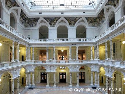 """Das ehemalige Völkerkunde Museum in der Hofburg wurde neu gestaltet und nach 3-jähriger Umbauphase im Herbst 2017 als """"Weltmuseum Wien"""" neu eröffnet."""