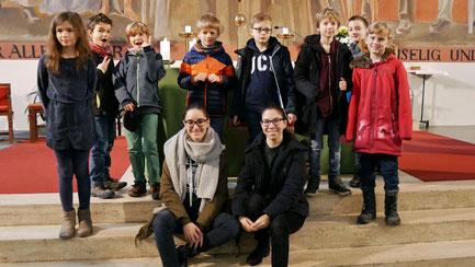 Am Christkönigssonntag 2017 stellten die Leiter der 3.Volksschul-Gruppe sich und die neuen Kinder vor. Foto vom November 2017.
