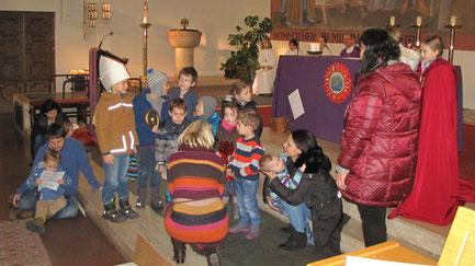 Niederlande: Am zweiten Adventsonntag liest Martha Mikulka einen Brief von Thijs aus Holland vor. Dort ist die Bescherung schon am Nikolaustag und Kinder bekommen von Sinter Klaas ihre Geschenke.