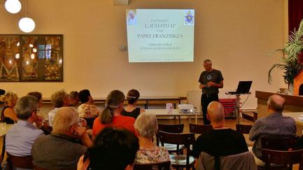 Zum Vortrag in den Pfarrsaal kamen 28 interessierte Besucher.