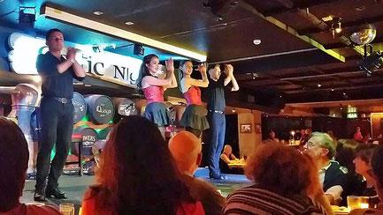 Montag: Zum Abschluss der Reise besuchen wir in Dublin ein traditionelles Pub mit Abendessen und einer Folklore Tanzgruppe.