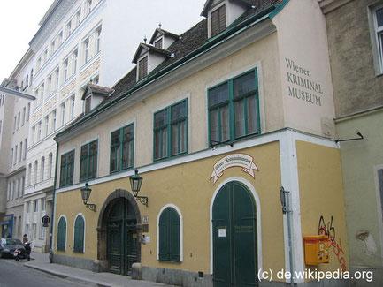 """Das Wienr Kriminalmuseum ist in einem der ältesten Häuser der Leopoldstadt, dem sogenannten """"Seifensiederhaus"""", vereinigt mit dem Museum der Bundespolizeidirektion Wien untergebracht. Das Haus wurde 1685 errichtet."""