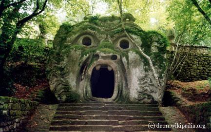 Mittwoch: In Bornarzo besuchen wir den Monsternpark, einen naturbelassenen Park mit grotesken Monumentalskulpturen.