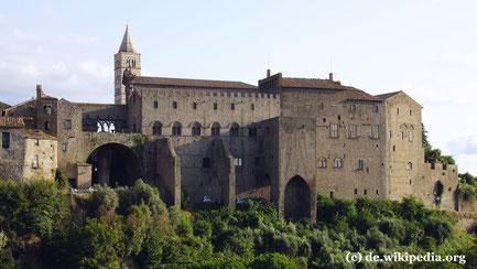 Dienstag: Nach dem Flug von Wien nach Neapel geht es mit dem Bus nach Viterbo, der Stadt der Päpste. Das Foto zeigt den Palast der Päpste.wo wir 6 Nächte