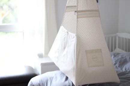 Federwiege, Babyhängematte, schwingendes Bettchen, Reisebett, natürlicher Schlaf von Geburt an