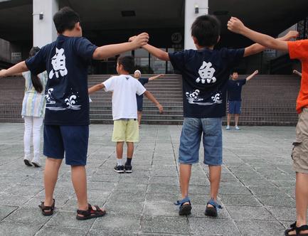 6月1日の稽古始めの日からわが町のTシャツが普段着になる子どもたち。ラジオ体操にも。