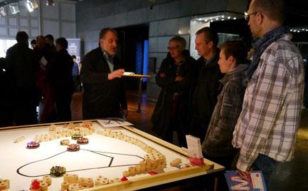 Hans-Georg Torkel am Stand vom VARIOBOT auf der MakerFaire in Dortmund