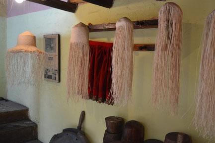 Facetas del sombrero mientras se teje