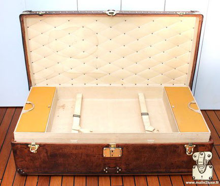 Interior of the Louis Vuitton cabin trunk, leather.  Including a removable locker with 2 straps and 2 storage boxes.