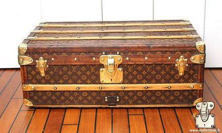 Louis Vuitton cabin trunk - LV Year: 1908  Exterior: Mark 1 stenciled LV canvas