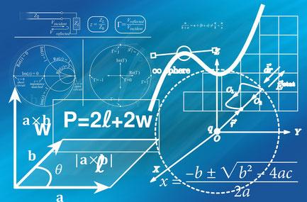 Mathematische Formeln auf Tafeln