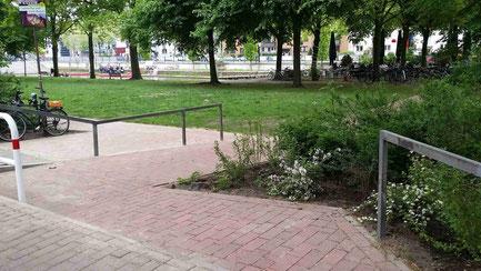 Eine neue Rampe sorgt für den behindertengerechten Zugang zur Grünanlage.