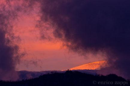 Tramonto fra nubi e nebbie sul Crinale