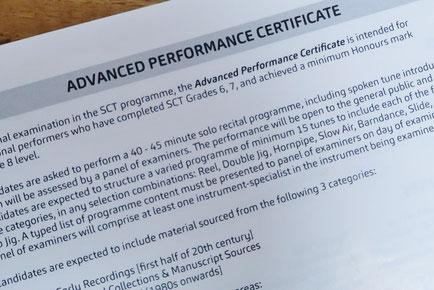 グレード6、7、8をHonours以上の成績で合格すると「Advanced Performance Certificate(上級演奏家証)」を得るための試験を受けることができます。