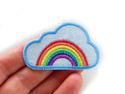 Bild: Patch Regenbogen in Wolke gestickt, bunter Regenbogen Aufnäher, Applikation Rainbow patch Aufbügler
