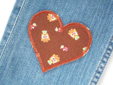Bild: Herz Flicken zum aufbügeln mit Eulen, retro Hosenflicken, Hose nachhaltig reparieren, Eule Flicken Bügelflicken