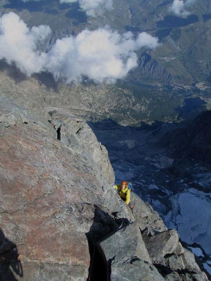 2500m au dessus de la Grave, le chapeau du Capucin après le passage du Cheval Rouge en arrivant au sommet de la Meije. Photo de la cordée Adrien Cousin et sylvain.
