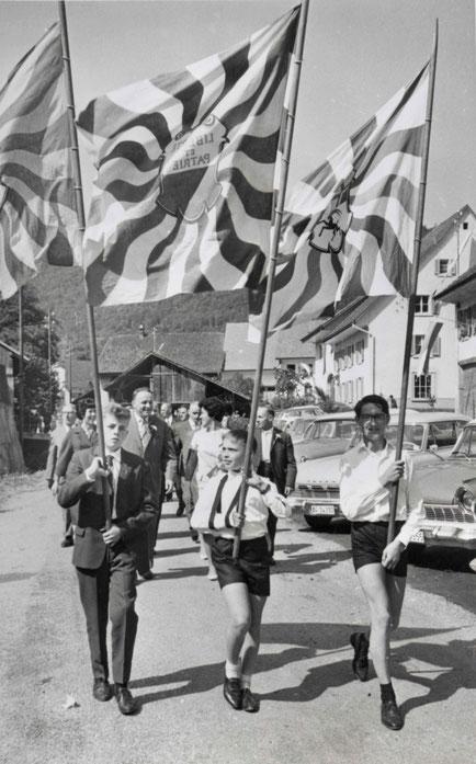 Festumzug auf der Kirchbachstrasse
