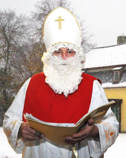 Der Nikolaus war heute da (na, wer ist hinter der Maske versteckt?)    (na gut, Bild ist von 2008!)
