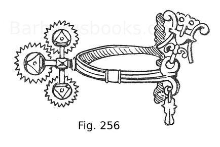 Fig. 256. Sporn aus Eisen mit drei vertikal übereinanderstehenden gezahnten Rädern. Polnisch. 17. Jahrhundert. Museum zu Zarskoë-Selo.