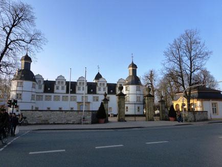 Treffpunkt vor dem Schloss