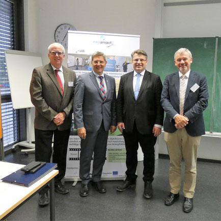 (v.l.n.r.) Prof. Dr. Wolfgang Alm, Prof. Dr. Wilfried Diwischek, Staatsminister Prof. Dr. Winfried Bausback, Prof. Dr. Georg Rainer Hofmann,