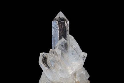 L'éclat de la ville sainte ressemble à « celui d'une pierre très précieuse, d'une pierre de jaspe transparente comme du cristal ». Ces qualificatifs sont symboliques et expriment la pureté et la sainteté de la nouvelle Jérusalem.