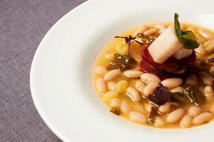 レストラン Montes de Galicia モンテス・デ・ガリシアの豆料理 (www.diariodegastronomia.com)