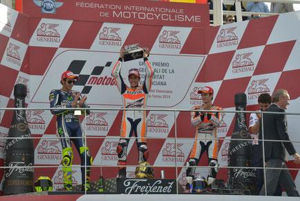 MotoGP - Das Podium 2014 in Valencia mit Valentino Rossi, Marc Marquez und Dani Pedrosa.