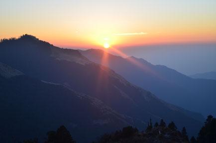 Poon Hill Yoga Trek in Nepal, Sonnenaufgang über den Gipfeln; Yoga Urlaub in Nepal, Yoga Trekking in Nepal