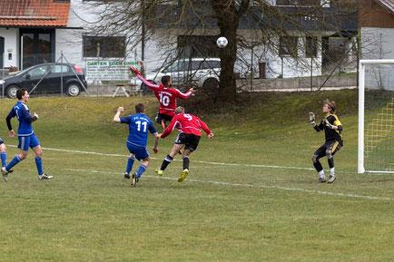 Gegen Aham ohne Treffer, aber immer brandgefährlich - FCE-Stürmer Ziyad Yassin (10) und Florian Hagenberger (9)      (Fotograf: Raphael Most)
