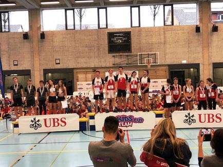 Siegerehrung U16 mixed mit LAS Old Boys Basel/2., TV Gelterkinden/1. und TV Muttenz/3. (Foto: Uwe Krischker)
