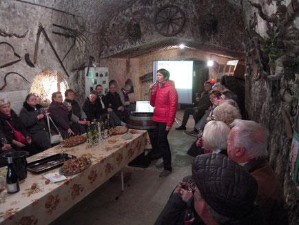 animation-degustation-vin-oenologique-vignoble-caves-vignerons-Vouvray-Touraine-Vallee-Loire-Rendez-Vous-dans-les-Vignes-Myriam-Fouasse-Robert