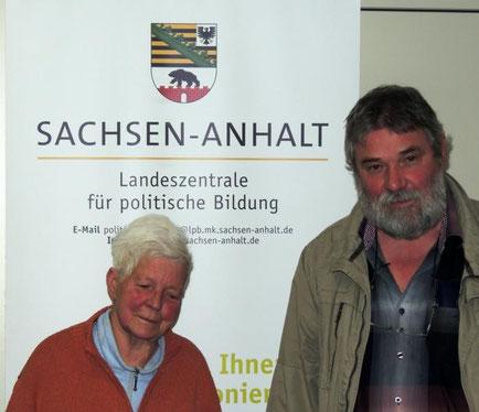 Nachdenklich und auch etwas traurig, Frau Bergk aus Weferlingen mit Herrn Wolfram Tschiche
