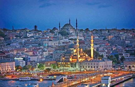Istanbul con moschea di Santa Sofia sul fondo