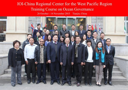 Class of 2015, in the front Row, (L) Prof Qin Li (Director IOI China) and centre, Prof Mao Bin, Course Director