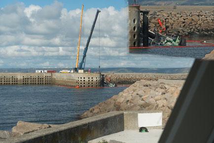 Bergen eines Bootes in Hafen von Flamanville-Port Dielette.