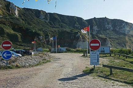 Zufahrt zum Wohnmobilstellplatz am Strand von Saint-Jouin-Bruneval.
