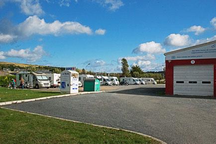 Wohnmobilparkplatz am Suler-U in Port-enBessin-Hupain.