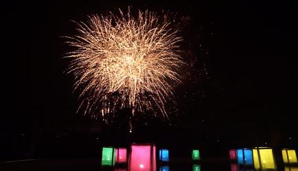 BKCの夜空を彩る「ミュージック花火」