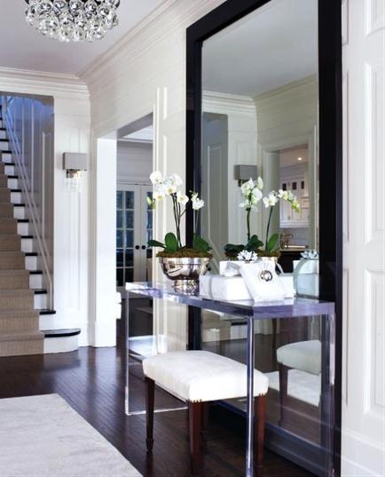 si votre entre ou votre hall est troit utilisez un grand miroir judicieusement plac il aura cest bien connu pour effet de donner une sensation - Comment Decorer Son Hall D Entree