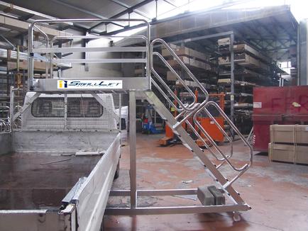 escalera de aluminio con plataforma y vuelo