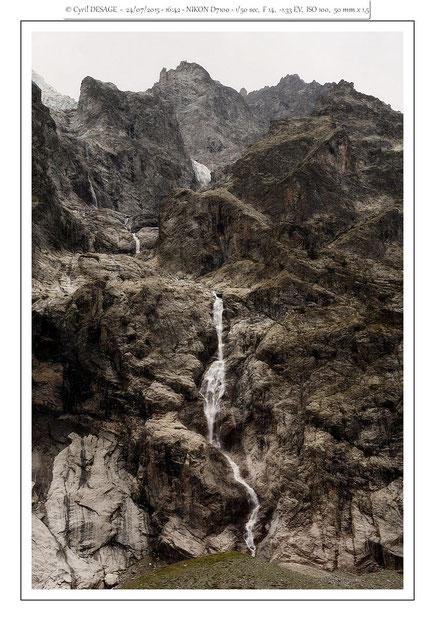 Au Pré de Madame Carle: une des cascades du Pelvoux